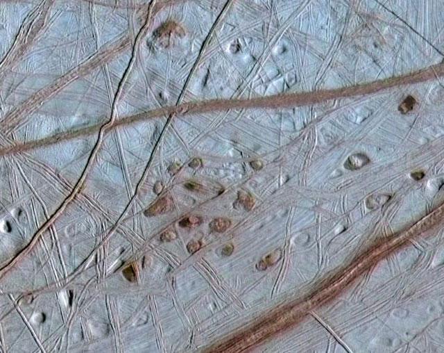 http://www.scorcher.ru/art/theory/cosmologia/cosmologia2/europa_galileo_640.jpg